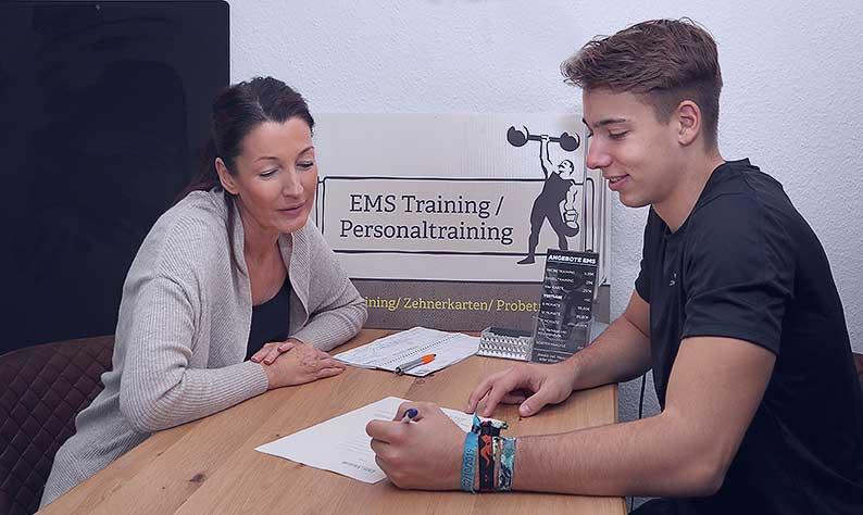 Ihr persönliches 1:1 EMS - Training in Neuenhagen bei Berlin. Training mit modernsten Geräten, in gehobener - freundlicher Atmosphäre.